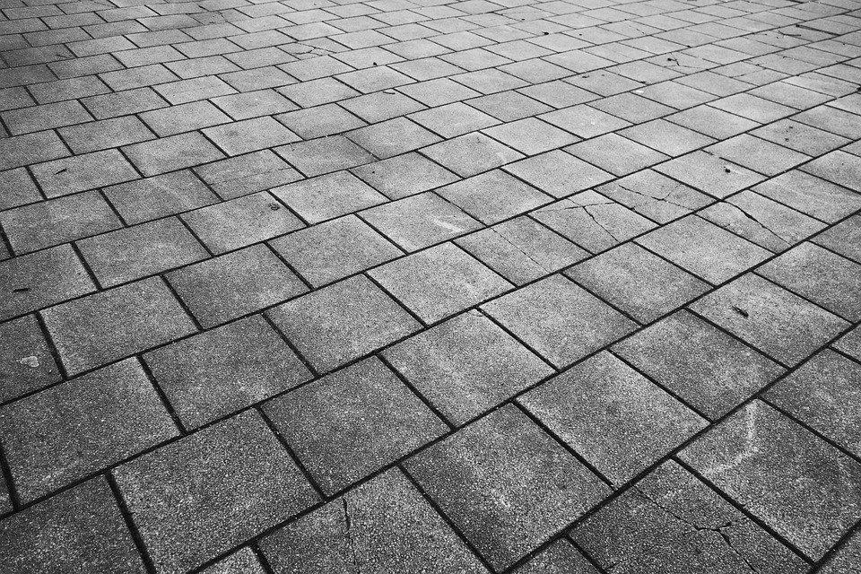 Lze použít přírodní kámen jako dlažbu?