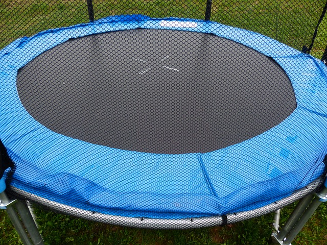 běžná trampolina