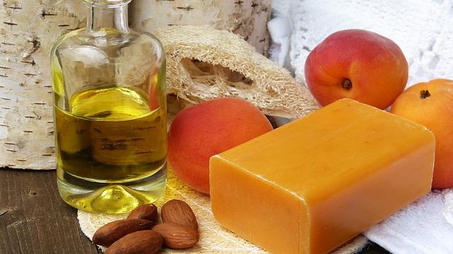 mýdlo, olej a mandle.jpg