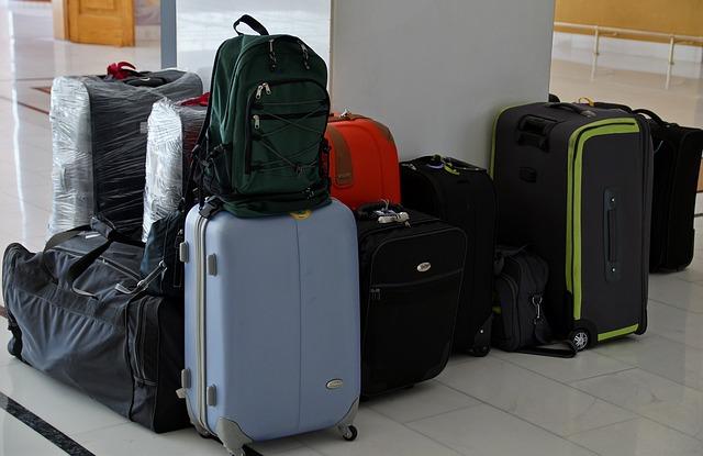 zavazadla u sloupu