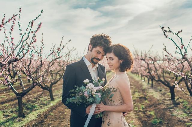 zamilovaný pár, svatební kytice